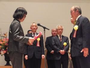 コミュニティ活動賞表彰 優秀賞 4団体 優良賞 6団体が壇上にて表彰されました。